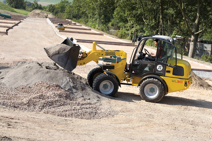Wheel Loaders vs. Skid Steers