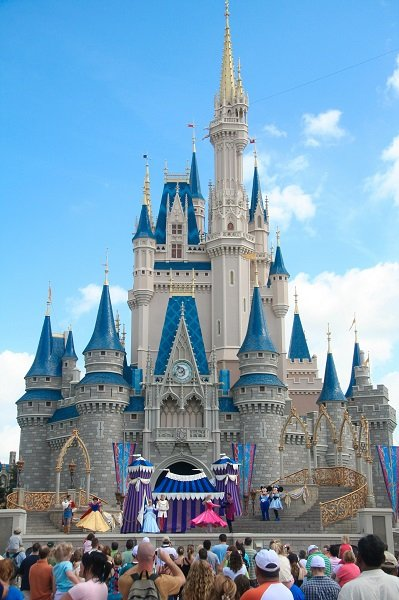 Toro Donates Disney World Vacation Package to ARA Charity Auction