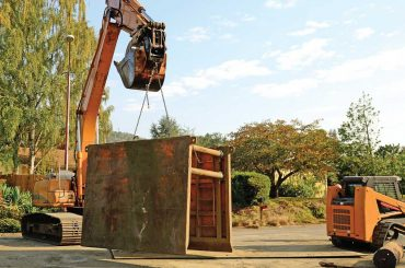 excavator lifting trench box